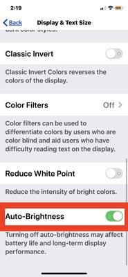 آموزش فعال کردن قابلیت روشنایی خودکار در IOS 13 :