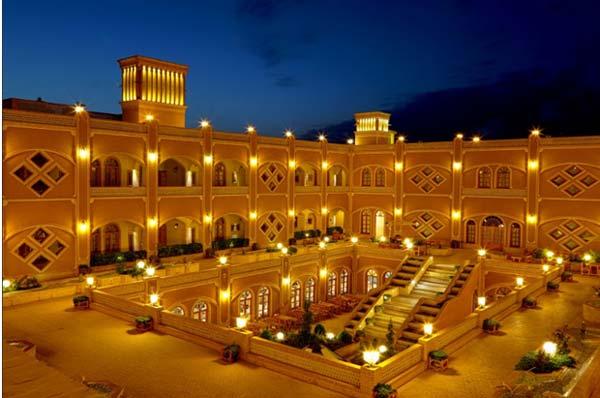 انتخاب هتل داد یزد توسط گردشگران خارجی