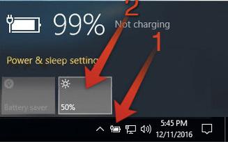 1- کم و زیاد کردن نور صفحه با استفاده از آیکون باتری در taskbar