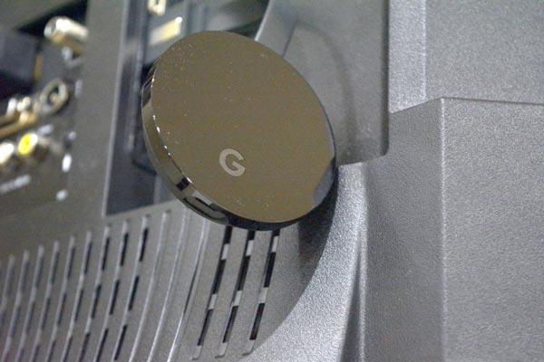 آنچه در جعبه گوگل استادیا وجود دارد : Chromecast و یک دسته