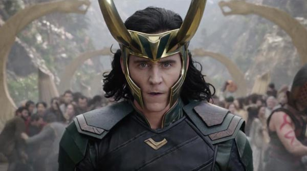 تام هیدلسون در نقش لوکی در فیلم ثور و انتقامجویان