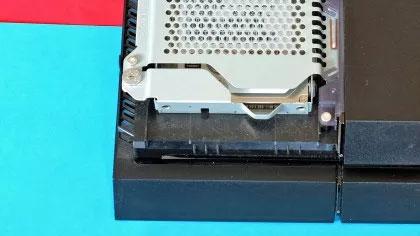 باز کردن پوشش دستگاه PS4